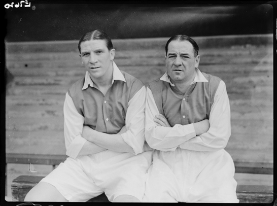 I calciatori dell'Arsenal Ted Drake e Alex James, 1936, Harold Tomlin © Daily Herald / National Media Museum, Bradford / SSPL